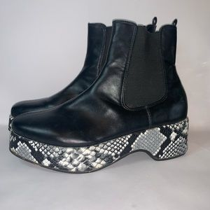 Urban Outfitters boots w/snakeskin heels Size:8/39